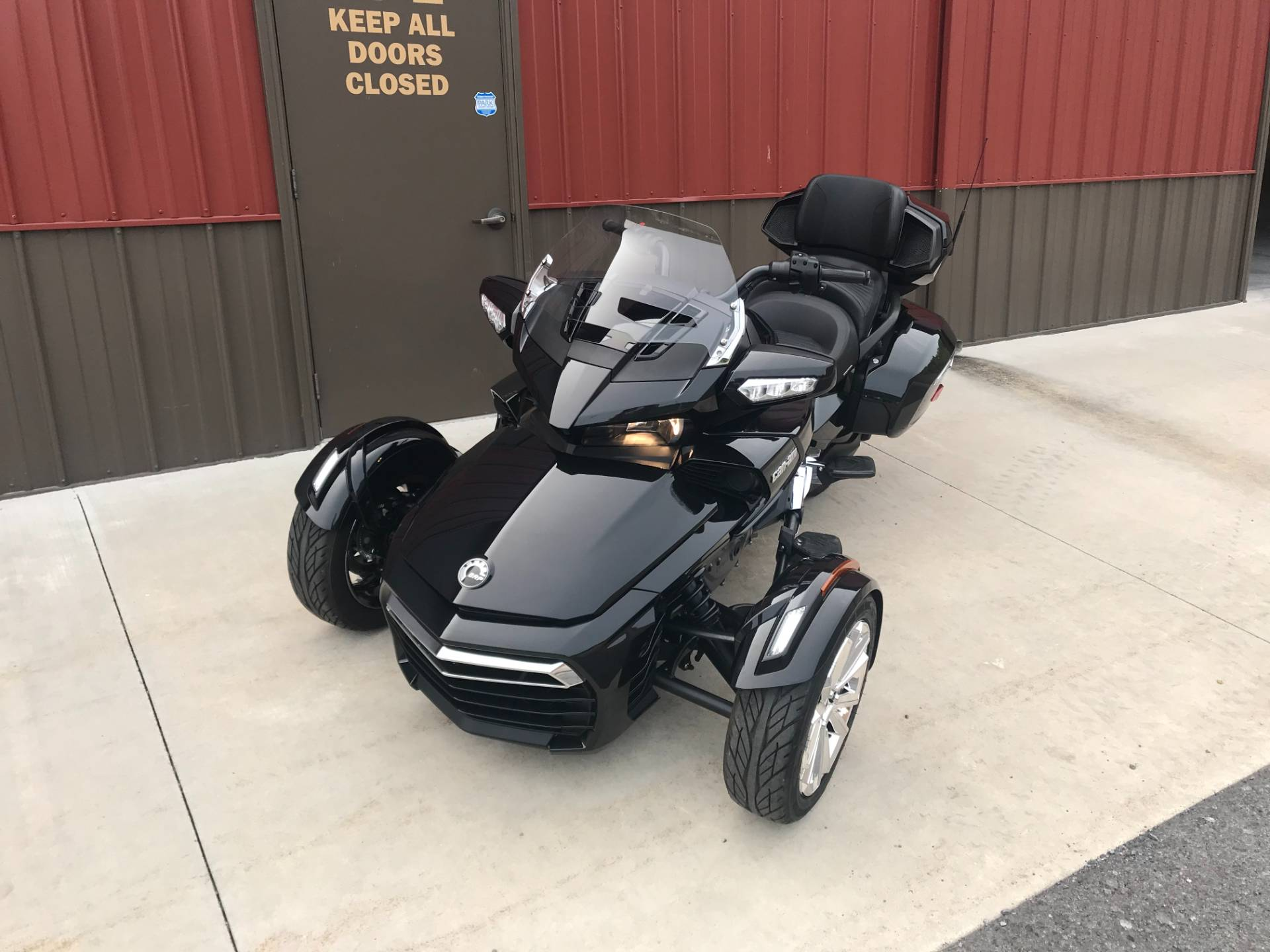 2017 Can-Am Spyder F3 Limited in Tyrone, Pennsylvania - Photo 2