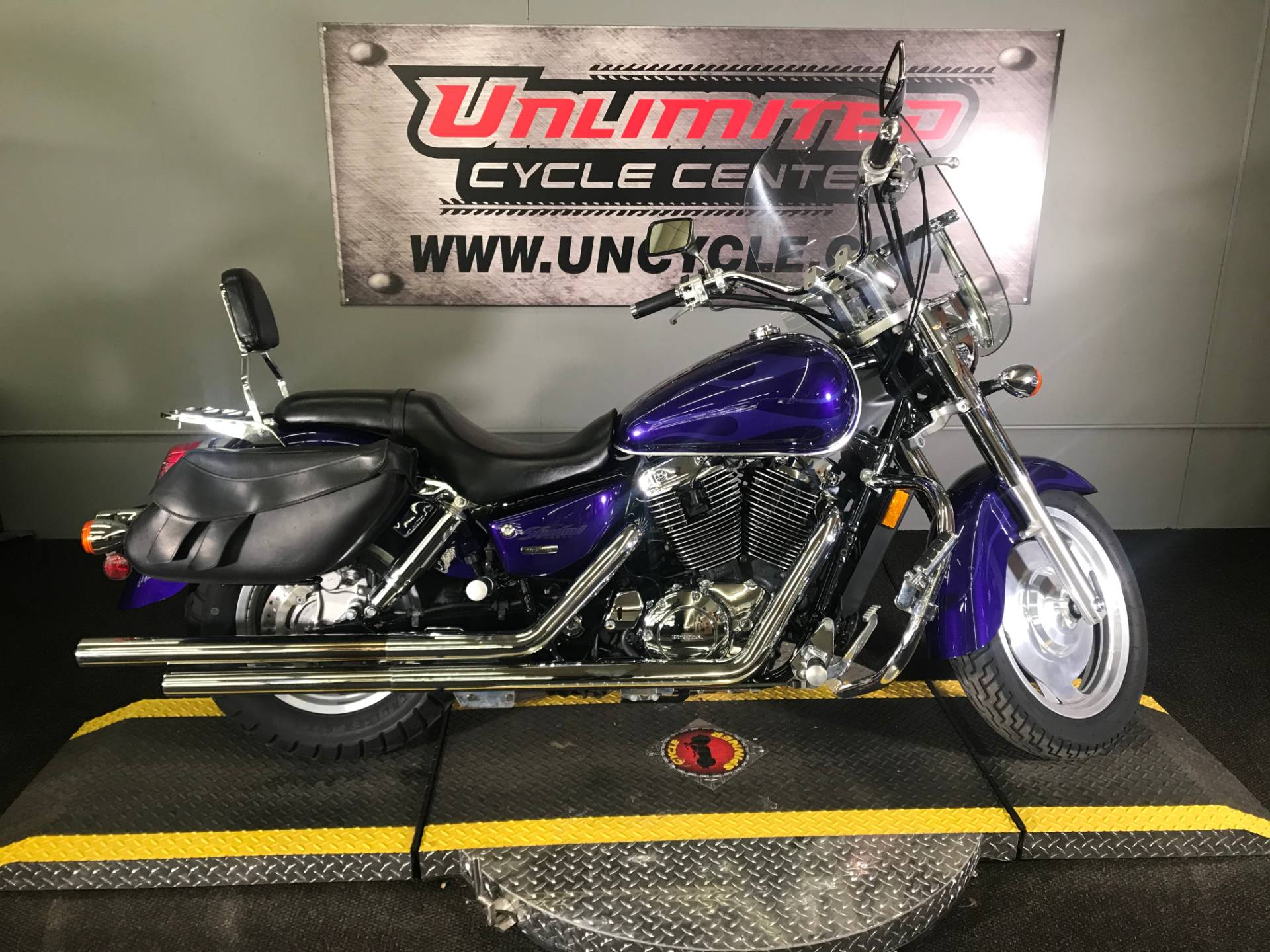 2004 Honda Shadow Sabre in Tyrone, Pennsylvania - Photo 2