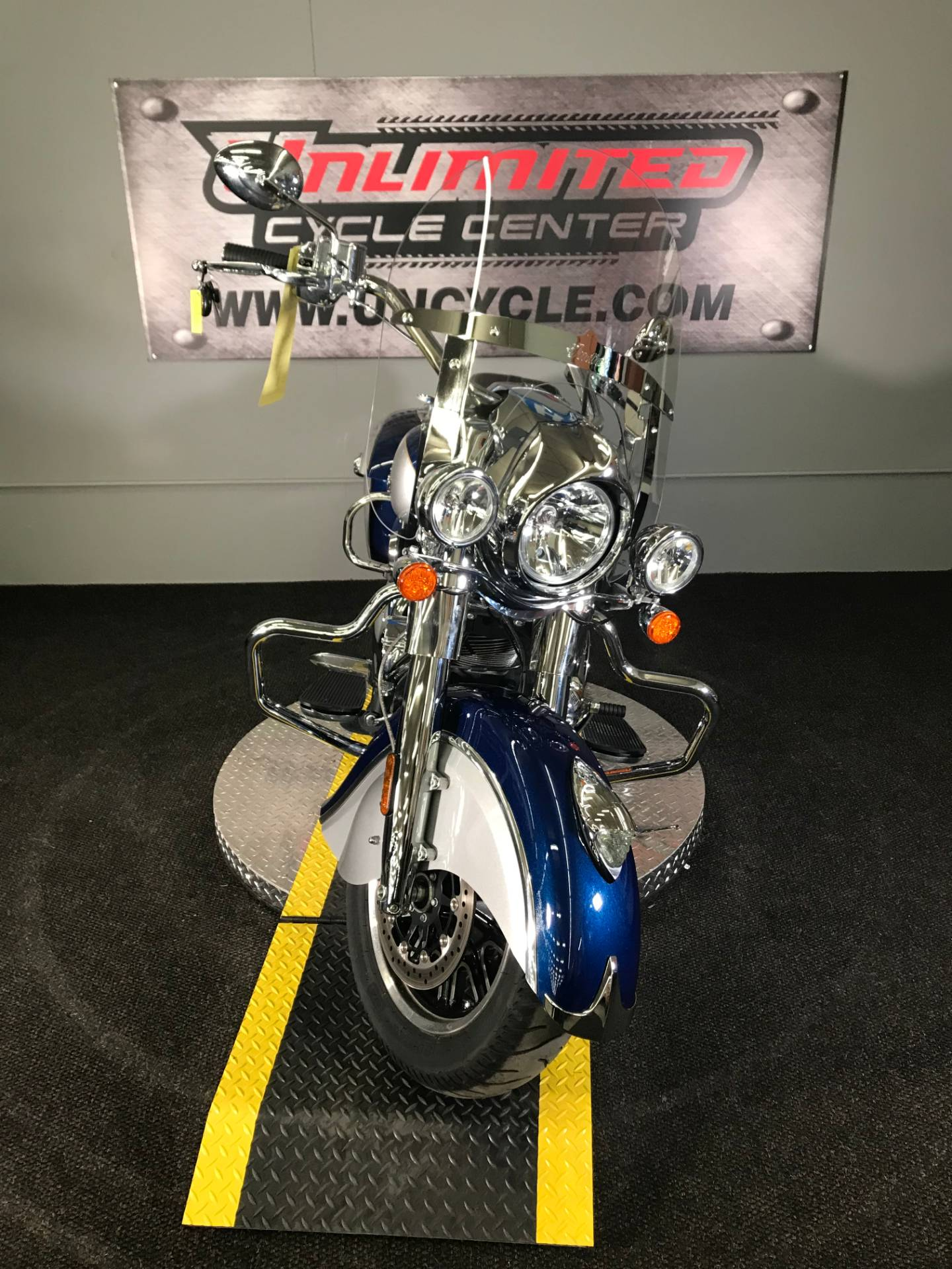 2017 Indian Springfield® in Tyrone, Pennsylvania - Photo 4