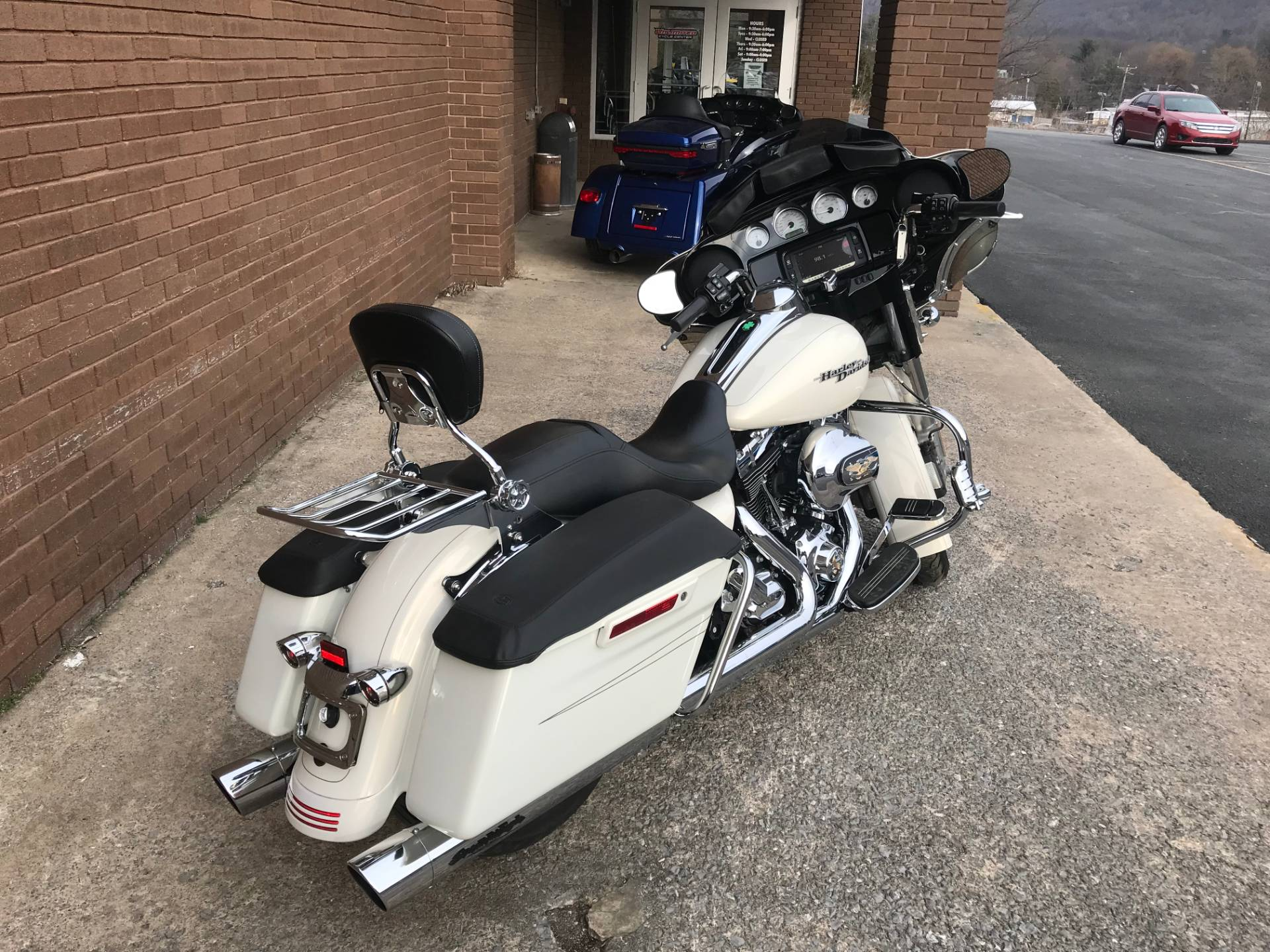 2015 Harley-Davidson Street Glide® Special in Tyrone, Pennsylvania - Photo 5