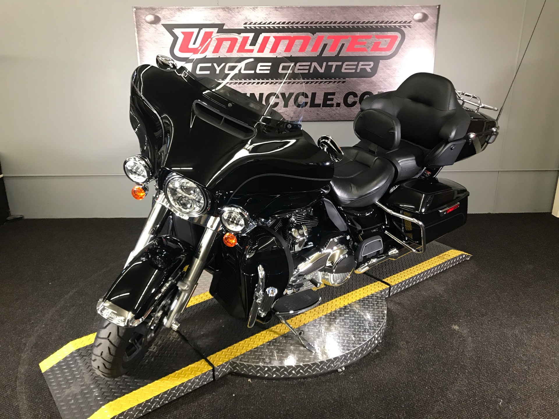 2017 Harley-Davidson Electra Glide® Ultra Classic® in Tyrone, Pennsylvania - Photo 5