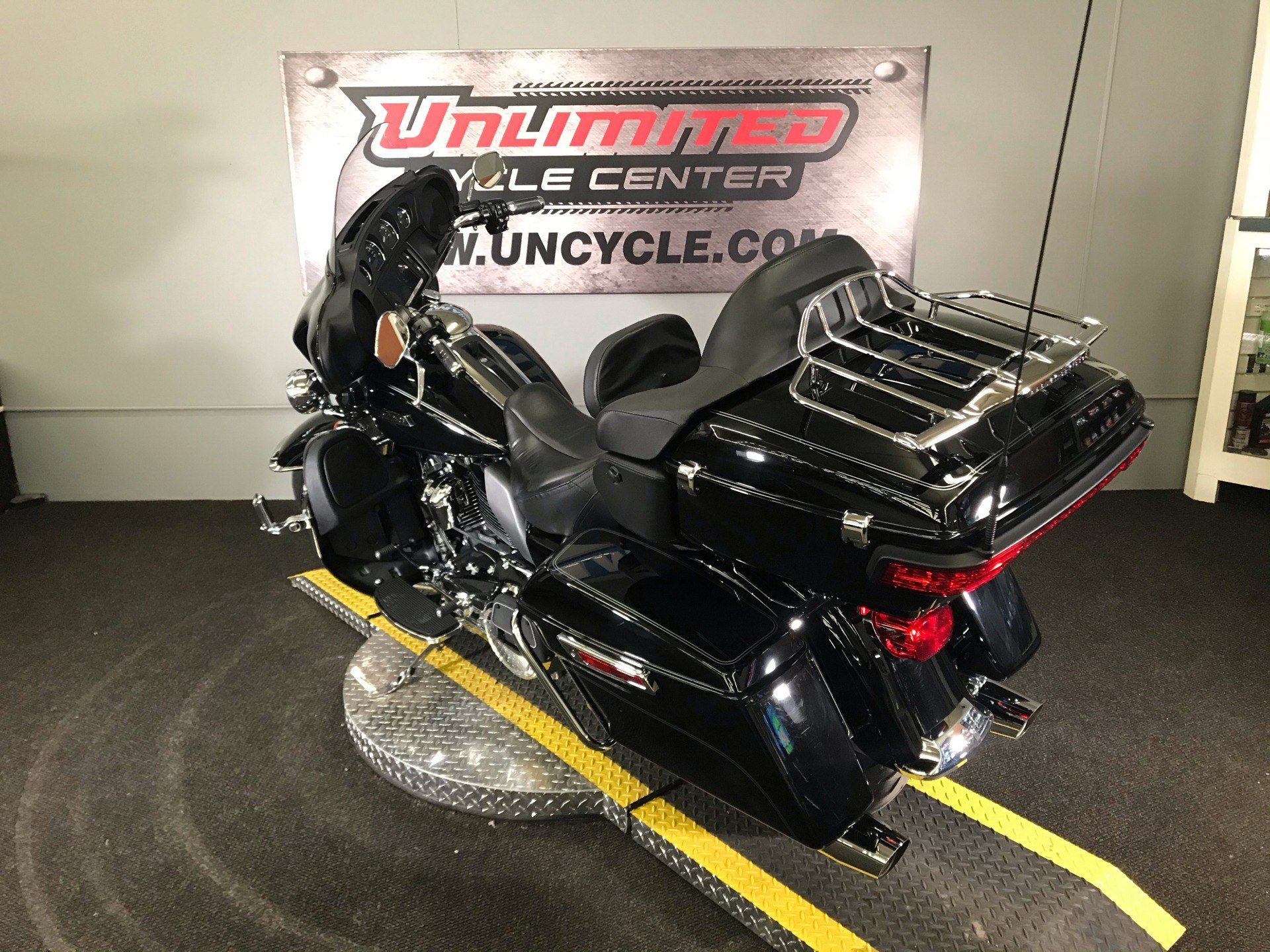 2017 Harley-Davidson Electra Glide® Ultra Classic® in Tyrone, Pennsylvania - Photo 10