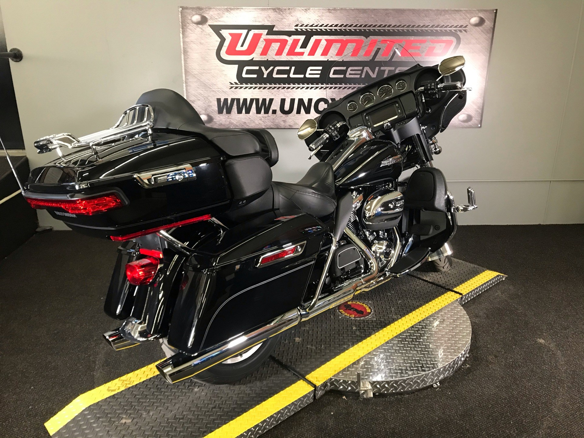 2017 Harley-Davidson Electra Glide® Ultra Classic® in Tyrone, Pennsylvania - Photo 14