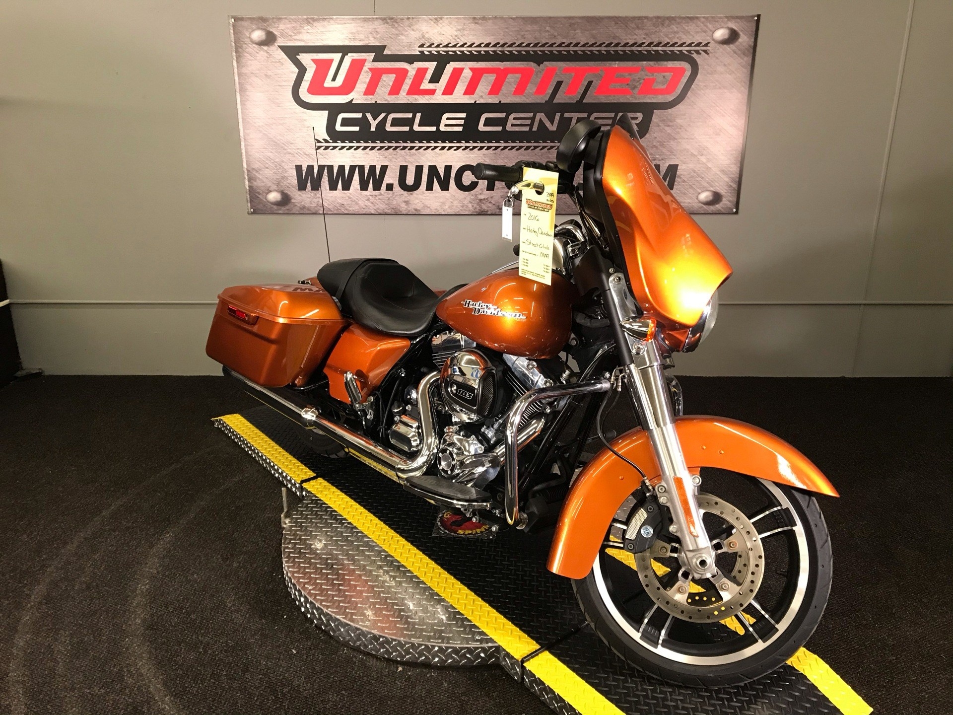 2016 Harley-Davidson Street Glide® in Tyrone, Pennsylvania - Photo 1