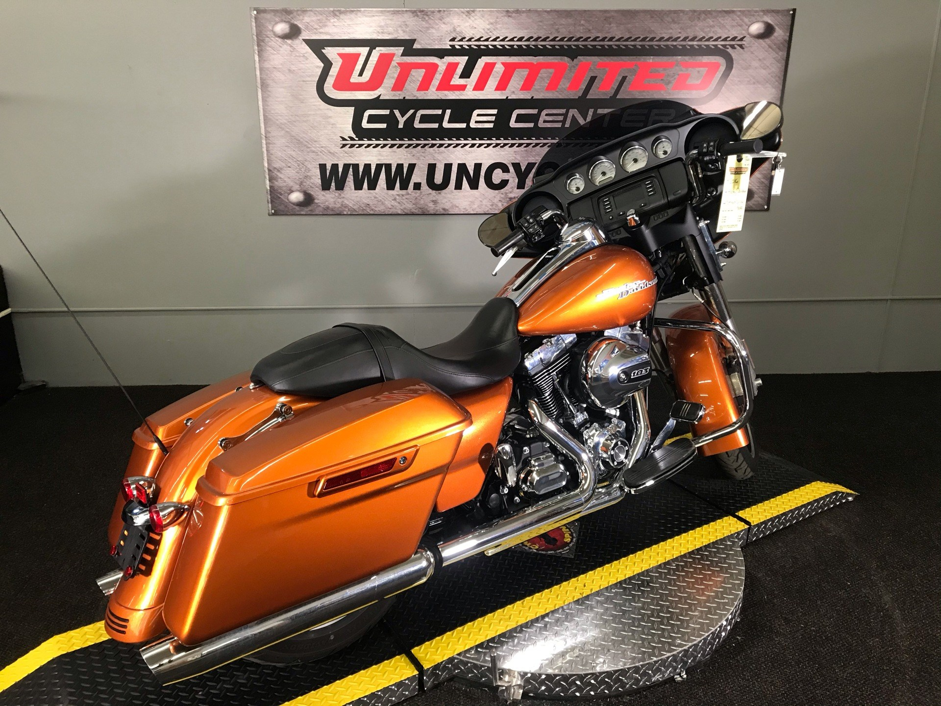 2016 Harley-Davidson Street Glide® in Tyrone, Pennsylvania - Photo 11