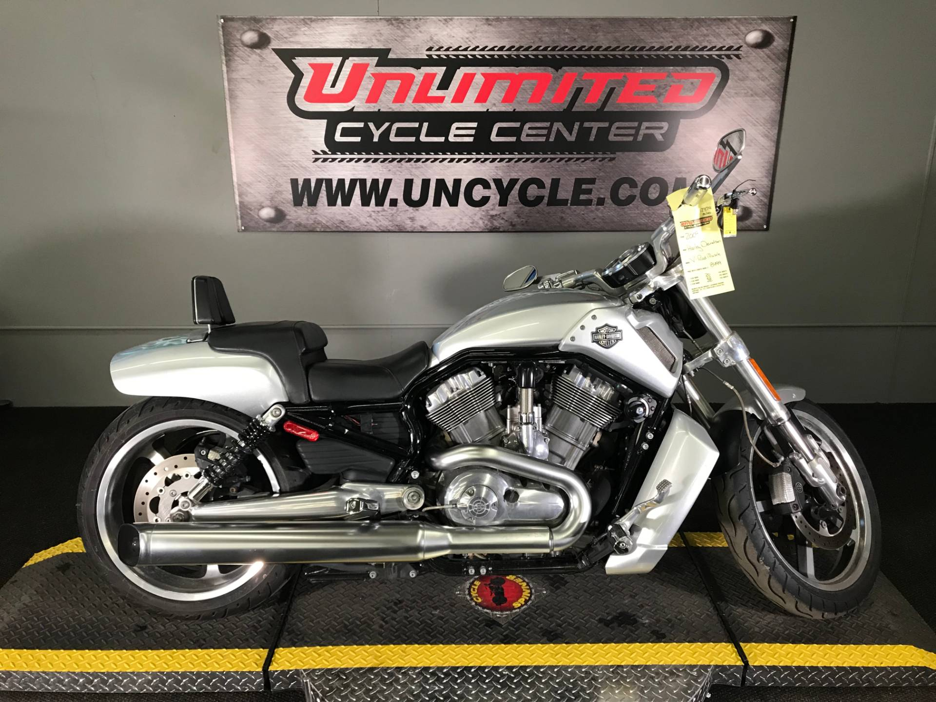 2009 Harley-Davidson V-Rod® Muscle™ in Tyrone, Pennsylvania - Photo 2