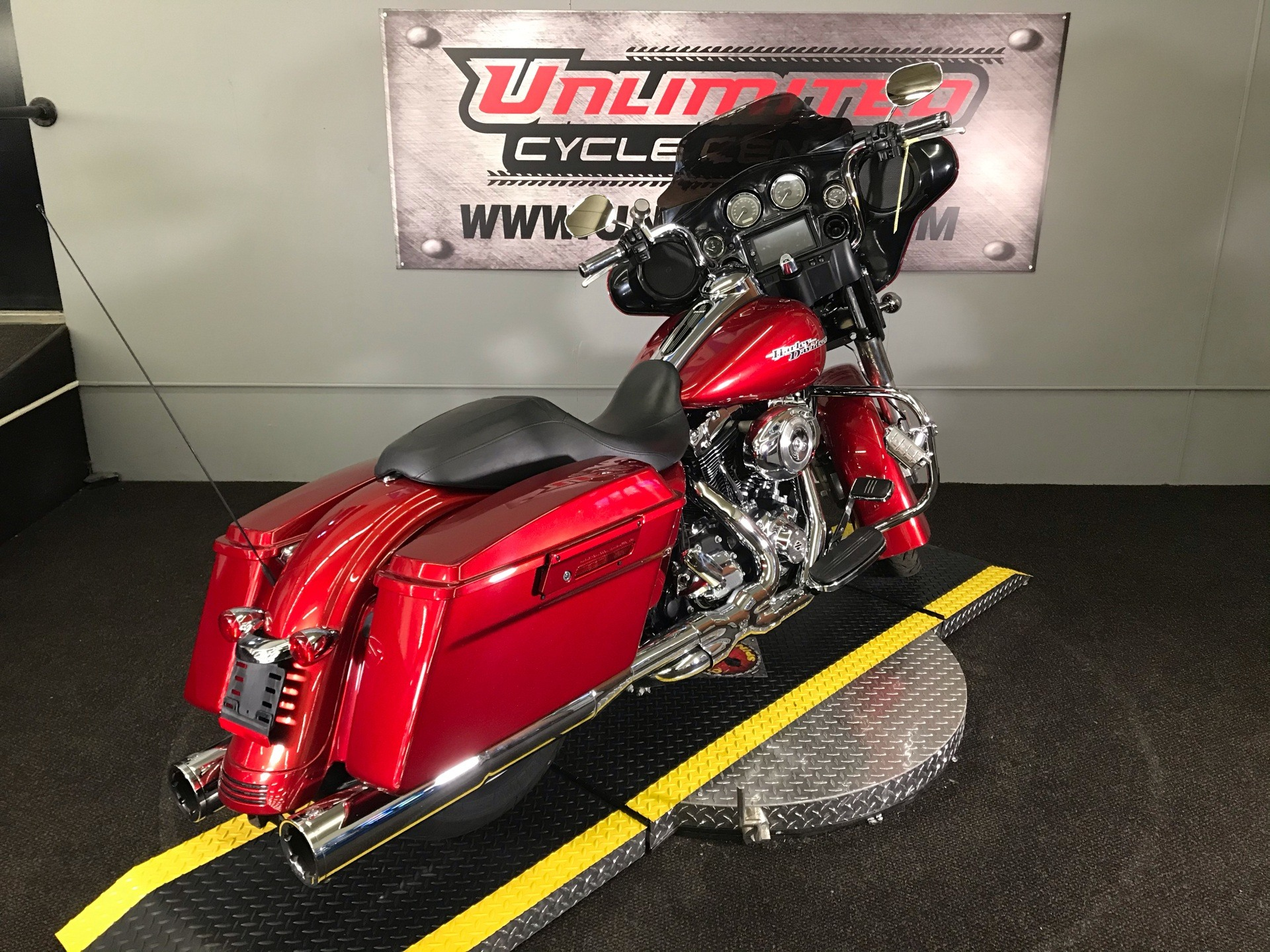 2012 Harley-Davidson Street Glide® in Tyrone, Pennsylvania - Photo 14
