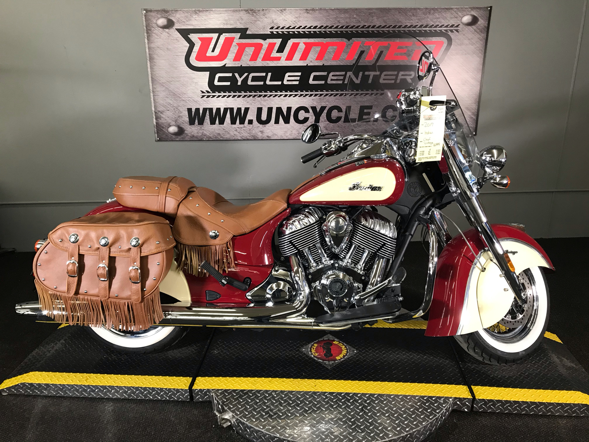 2017 Indian Chief® Vintage in Tyrone, Pennsylvania - Photo 2