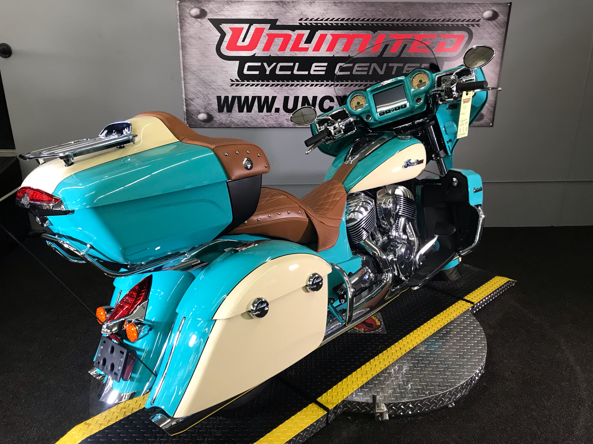 2020 Indian Roadmaster® Icon Series in Tyrone, Pennsylvania - Photo 12