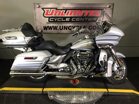 2016 Harley-Davidson CVO™ Road Glide™ Ultra in Tyrone, Pennsylvania - Photo 2