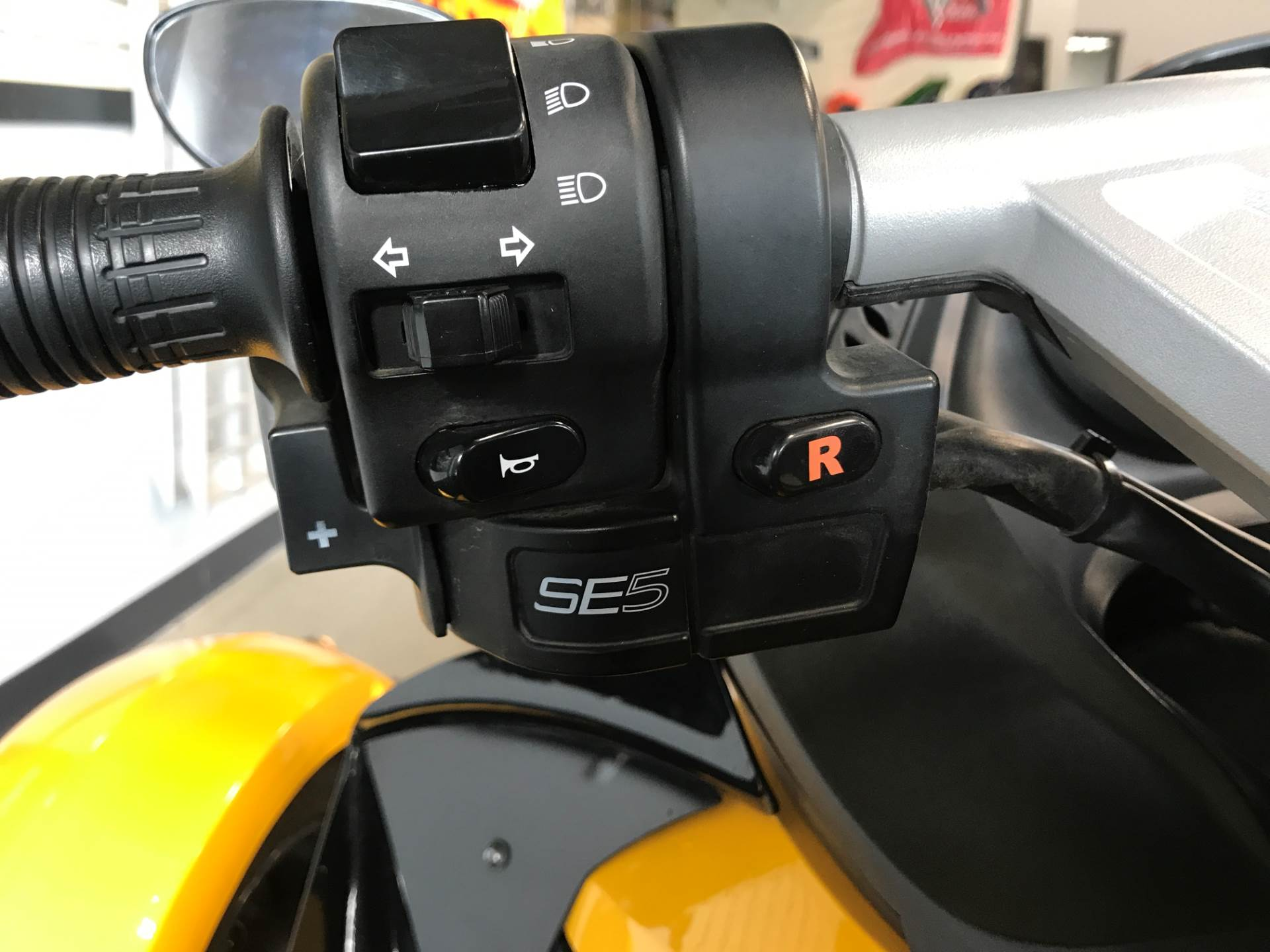 2009 Can-Am Spyder™ GS Roadster with SE5 Transmission (semi auto) in Brighton, Michigan