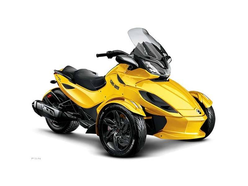 2013 Can-Am Spyder® ST-S SM5 in Baldwin, Michigan