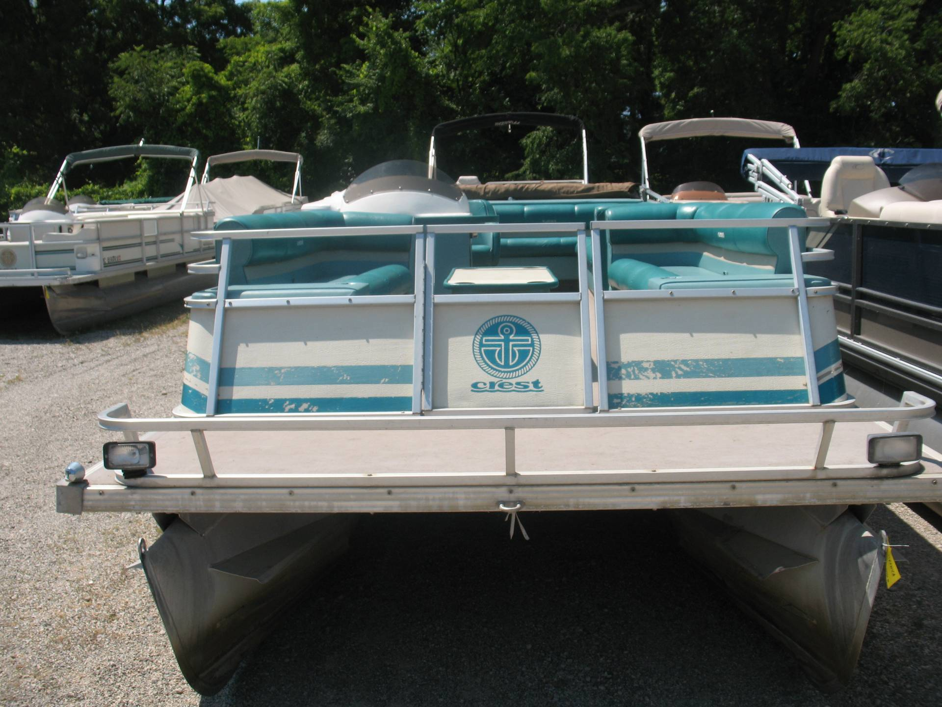 1995 Crest Crest III Caribbean in Manitou Beach, Michigan