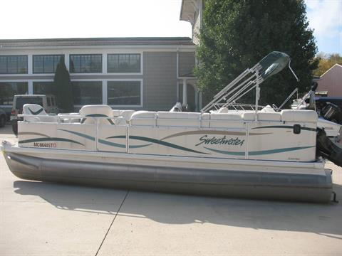 2005 Sweetwater 220 in Manitou Beach, Michigan