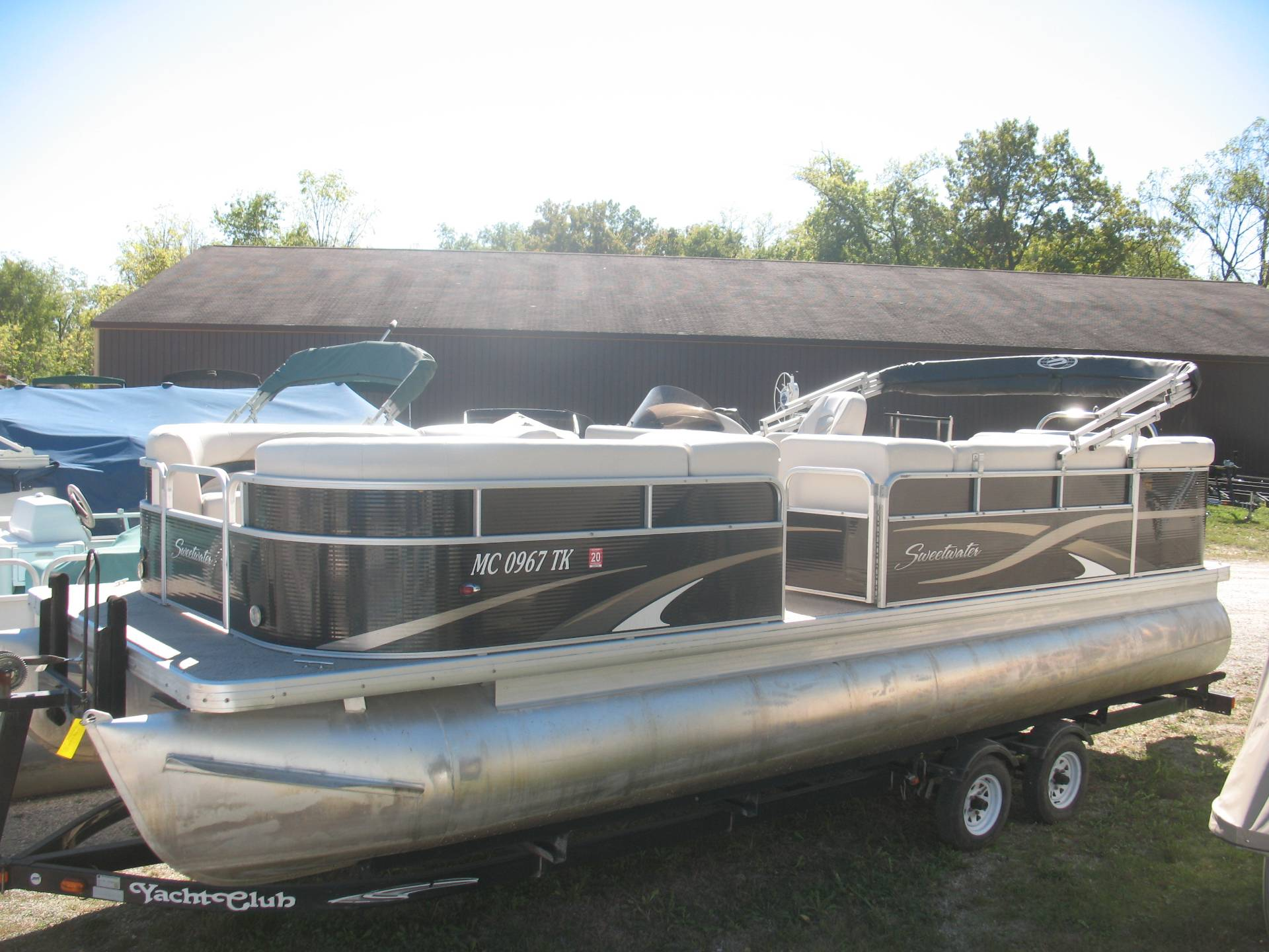 2011 Sweetwater 220 in Manitou Beach, Michigan