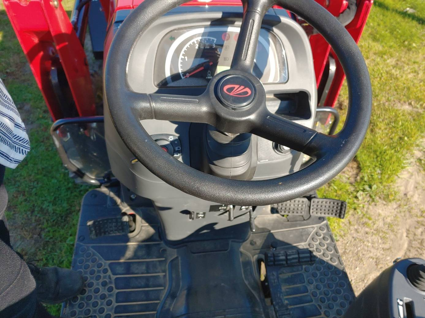 2019 Mahindra 1640 HST in Malone, New York - Photo 3