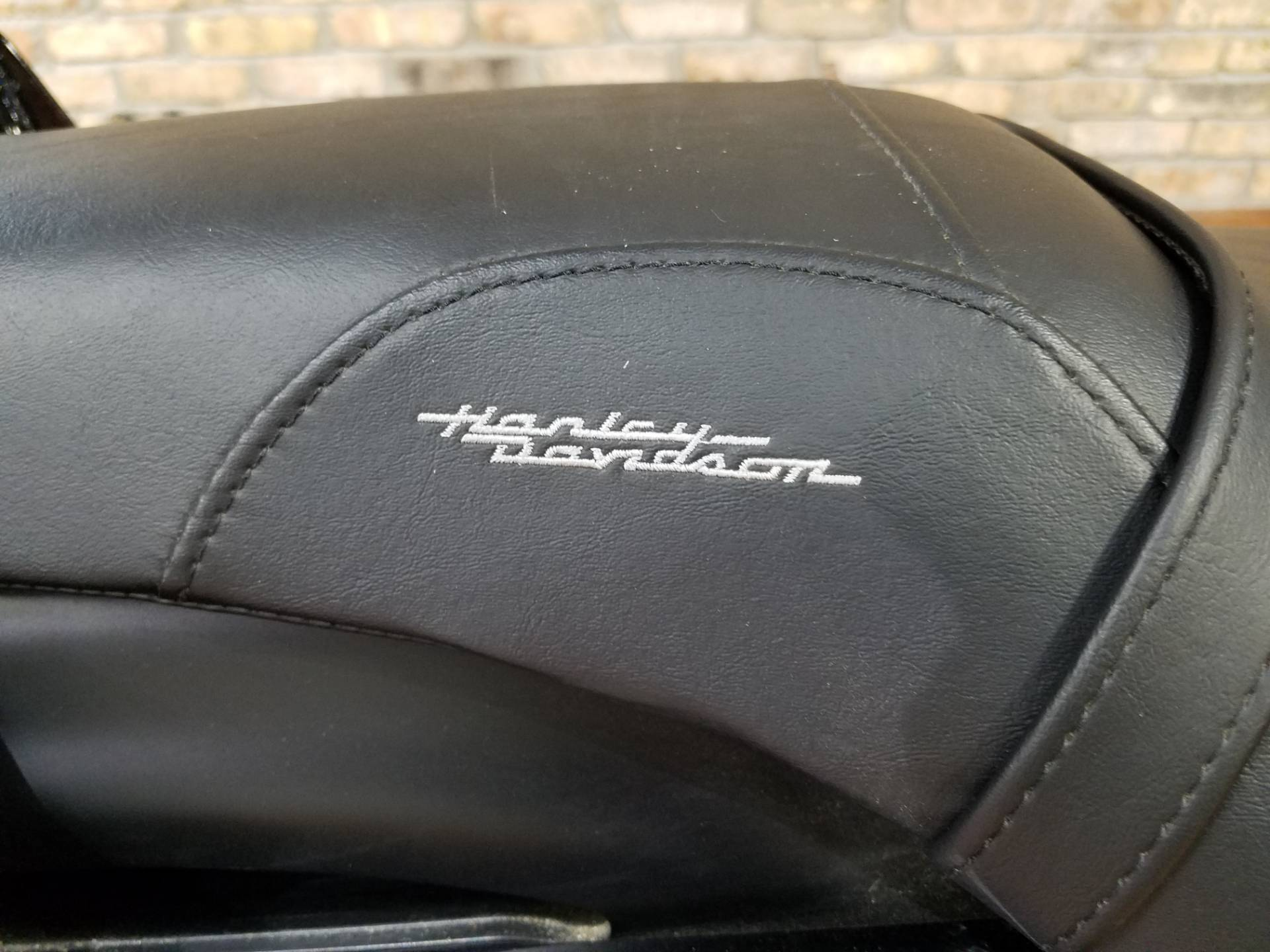 2015 Harley-Davidson Iron 883™ in Big Bend, Wisconsin - Photo 17