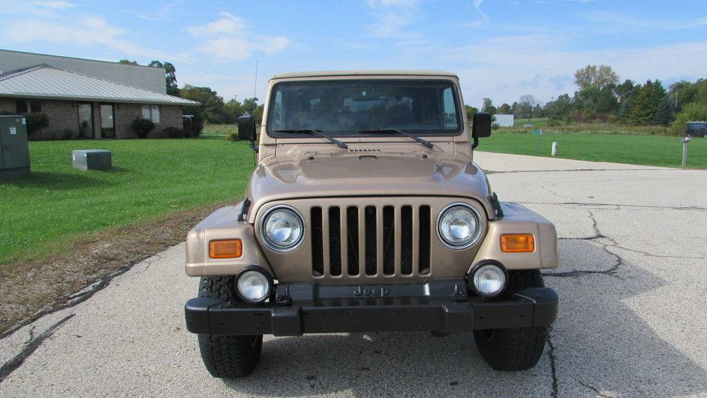 2000 Jeep Wrangler Sahara in Big Bend, Wisconsin - Photo 5