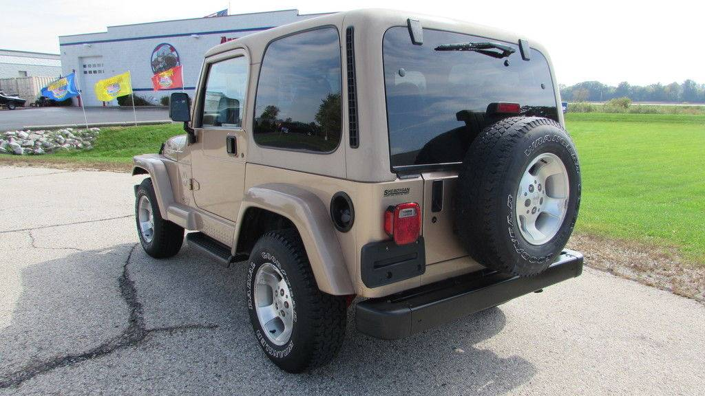 2000 Jeep Wrangler Sahara in Big Bend, Wisconsin - Photo 6