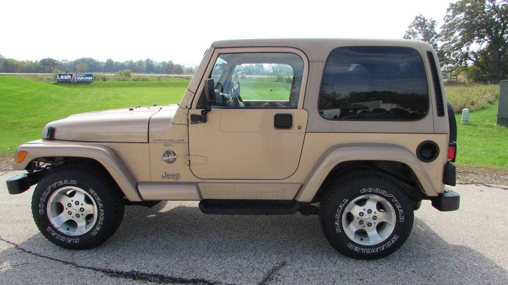 2000 Jeep Wrangler Sahara in Big Bend, Wisconsin - Photo 2