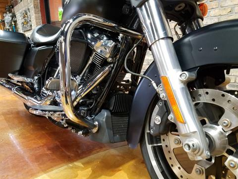 2017 Harley-Davidson Street Glide® Special in Big Bend, Wisconsin - Photo 13