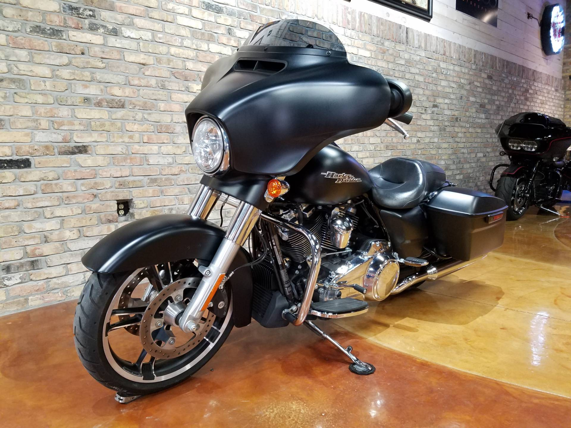 2017 Harley-Davidson Street Glide® Special in Big Bend, Wisconsin - Photo 28