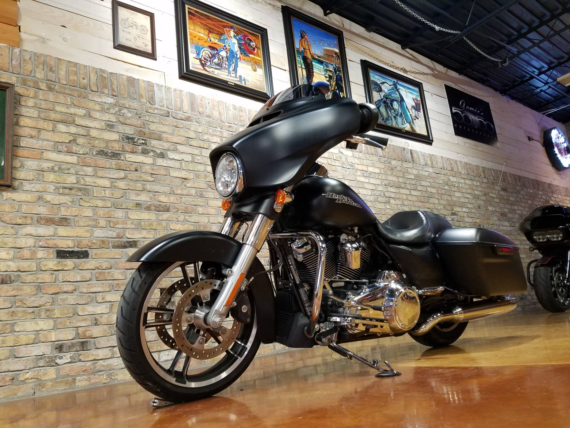 2017 Harley-Davidson Street Glide® Special in Big Bend, Wisconsin - Photo 29