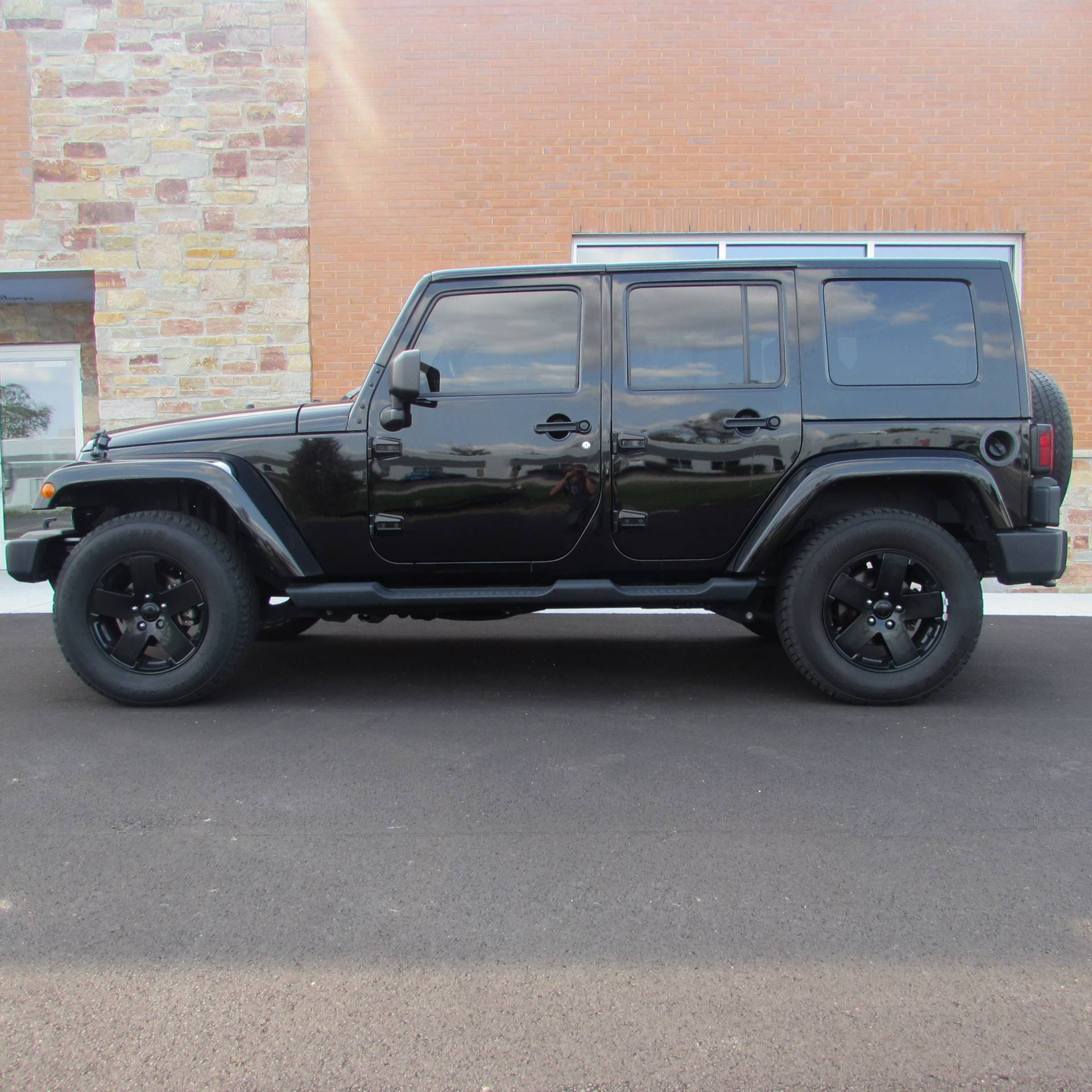 2010 Jeep Wrangler Sahara Unlimited in Big Bend, Wisconsin - Photo 9