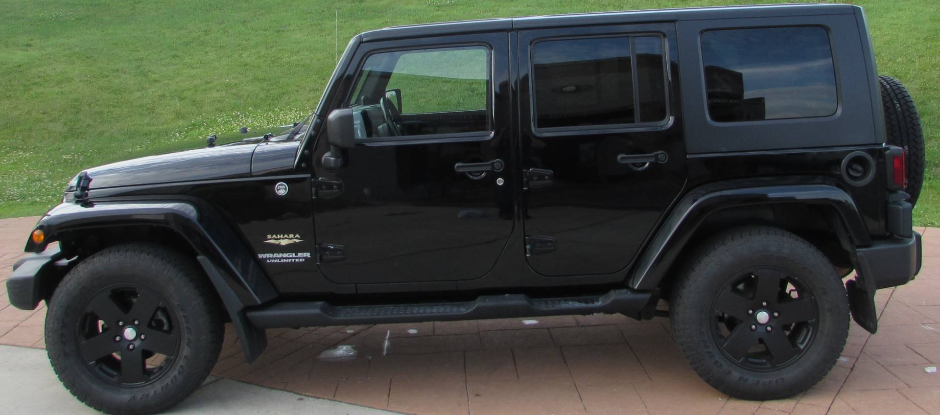 2009 Jeep Wrangler Sahara Limited in Big Bend, Wisconsin - Photo 11
