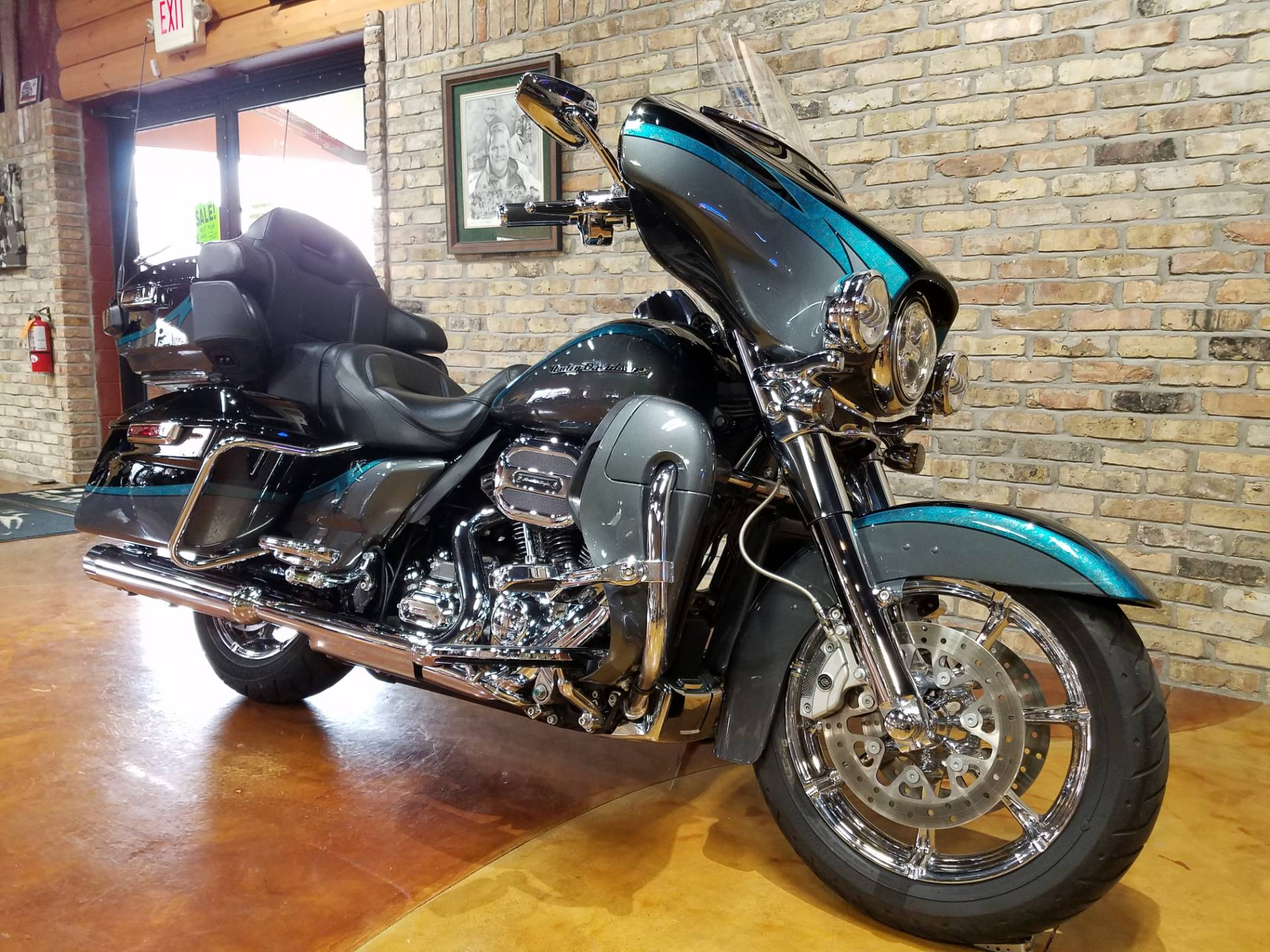 2015 Harley-Davidson CVO™ Limited in Big Bend, Wisconsin - Photo 2