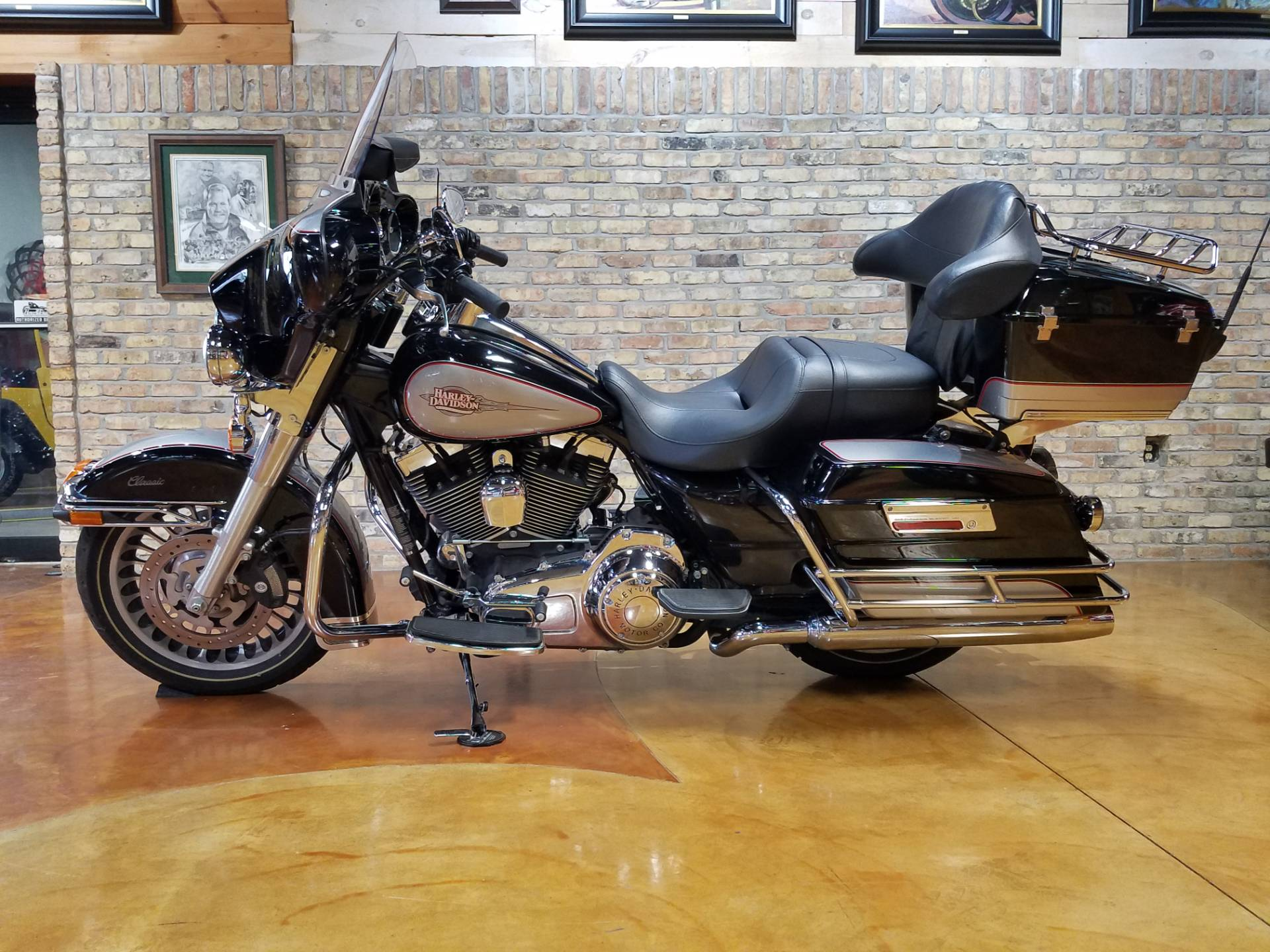 2009 Harley-Davidson Electra Glide® Classic in Big Bend, Wisconsin - Photo 30