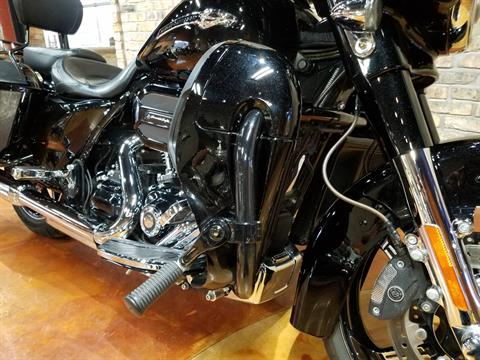 2016 Harley-Davidson CVO™ Street Glide® in Big Bend, Wisconsin - Photo 14