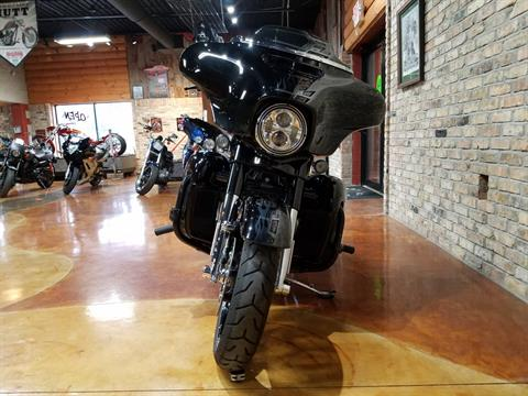 2016 Harley-Davidson CVO™ Street Glide® in Big Bend, Wisconsin - Photo 19