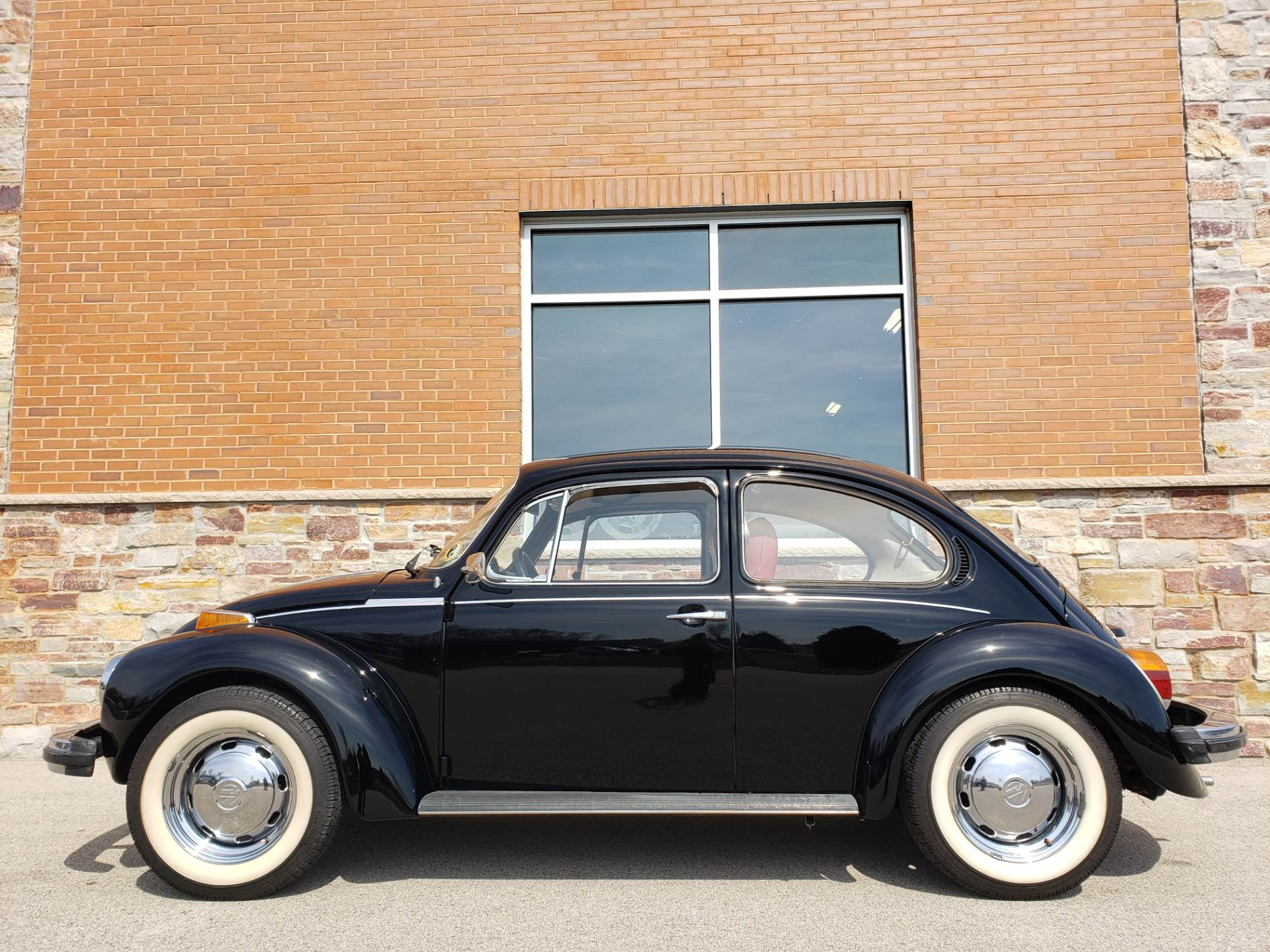1974 Volkswagen Super Beetle in Big Bend, Wisconsin - Photo 11