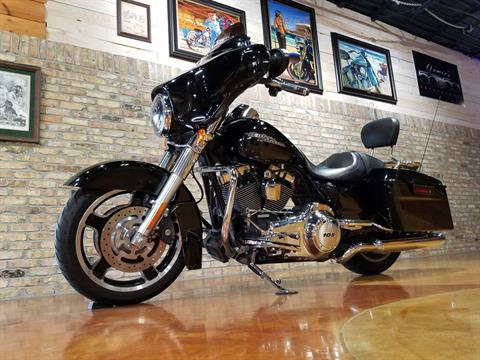 2013 Harley-Davidson Street Glide® in Big Bend, Wisconsin - Photo 32