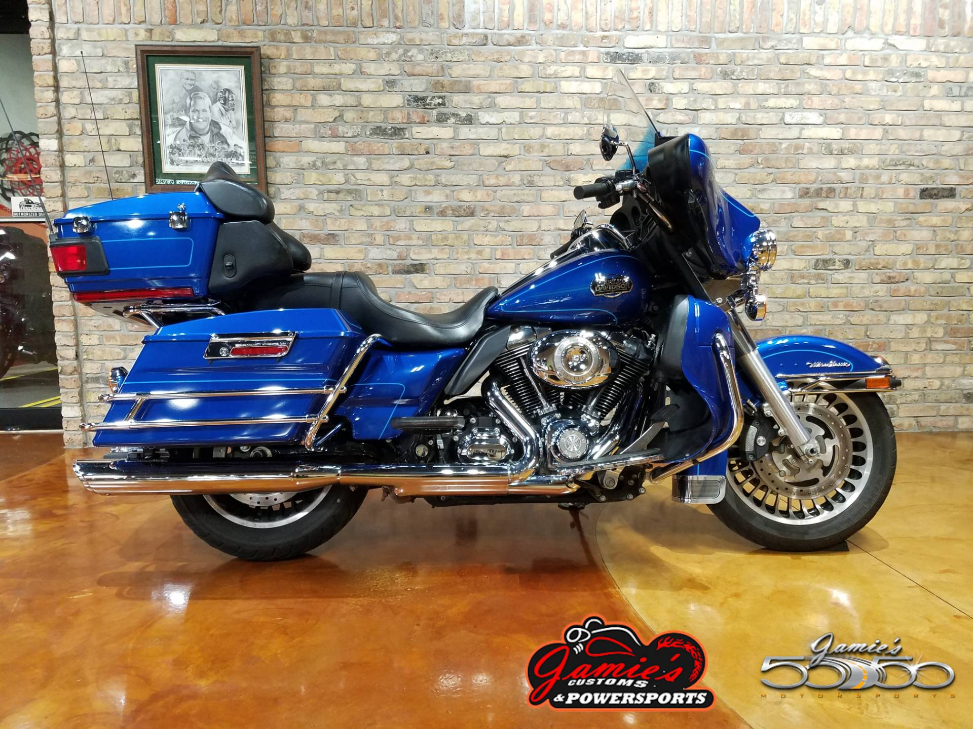 2010 Harley-Davidson Ultra Classic® Electra Glide® in Big Bend, Wisconsin - Photo 2