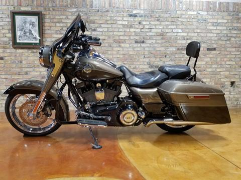2014 Harley-Davidson CVO™ Road King® in Big Bend, Wisconsin - Photo 30