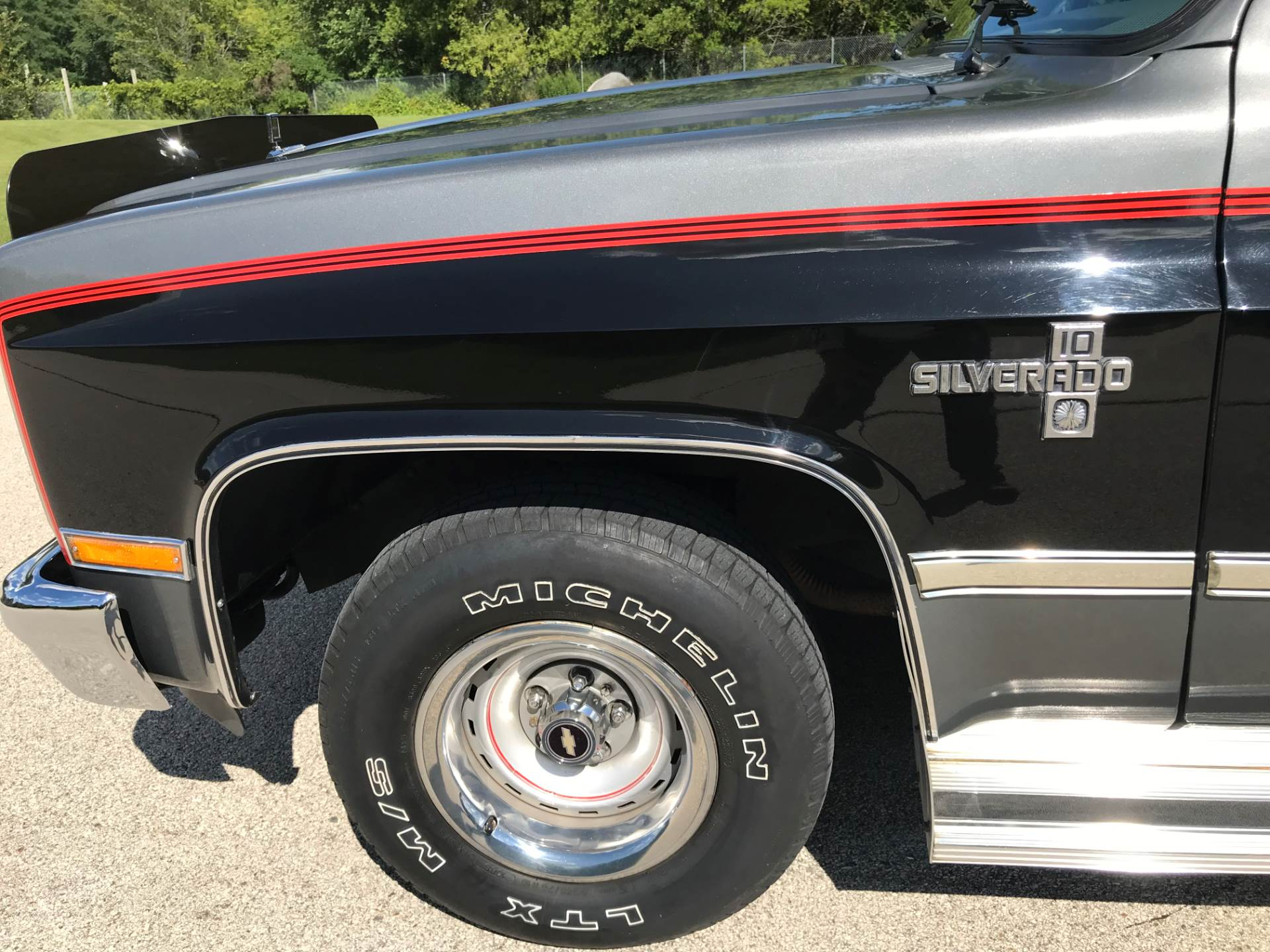 1987 Chevrolet Suburban Silverado in Big Bend, Wisconsin - Photo 32