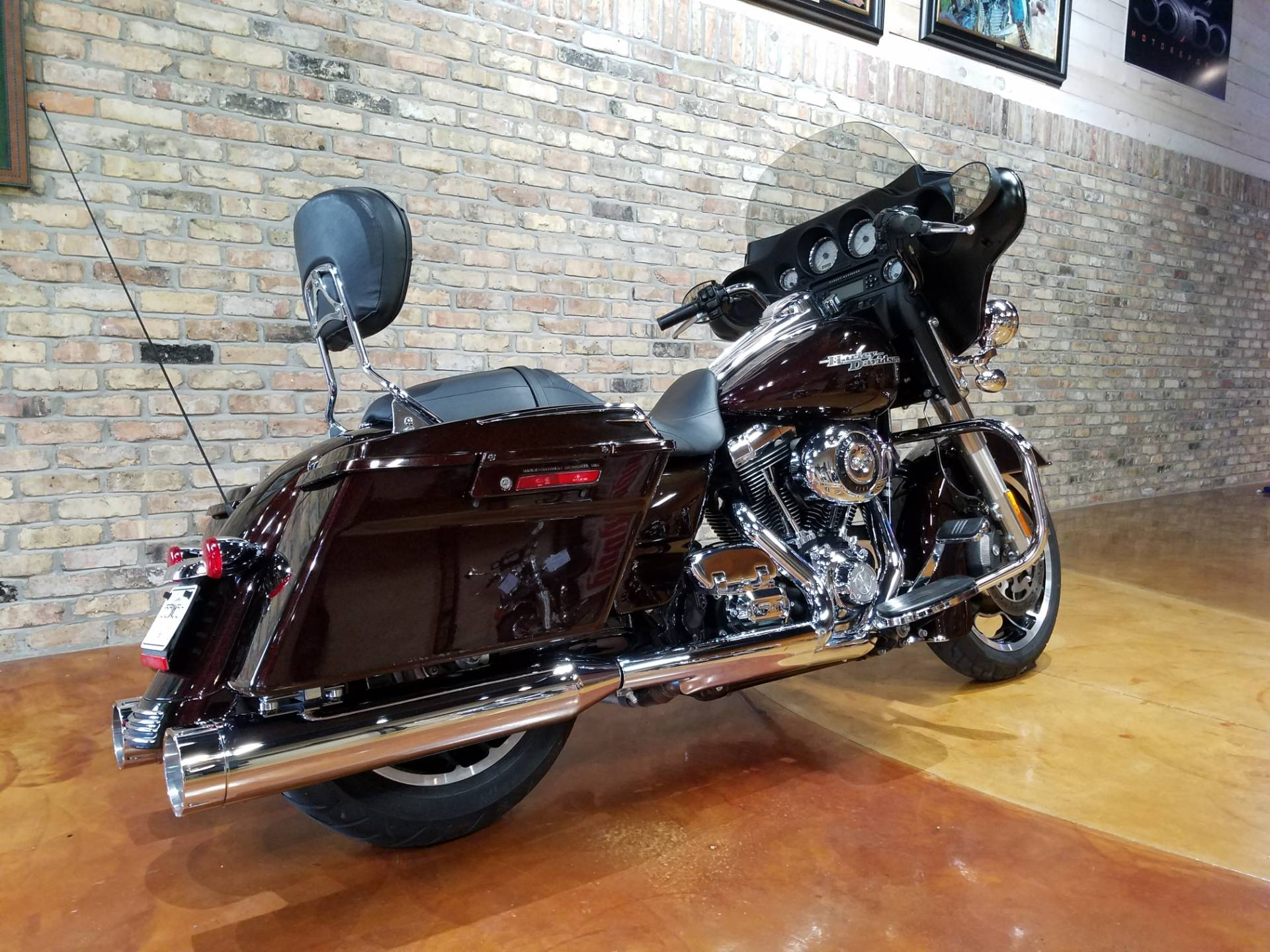 2011 Harley-Davidson Street Glide® in Big Bend, Wisconsin - Photo 4