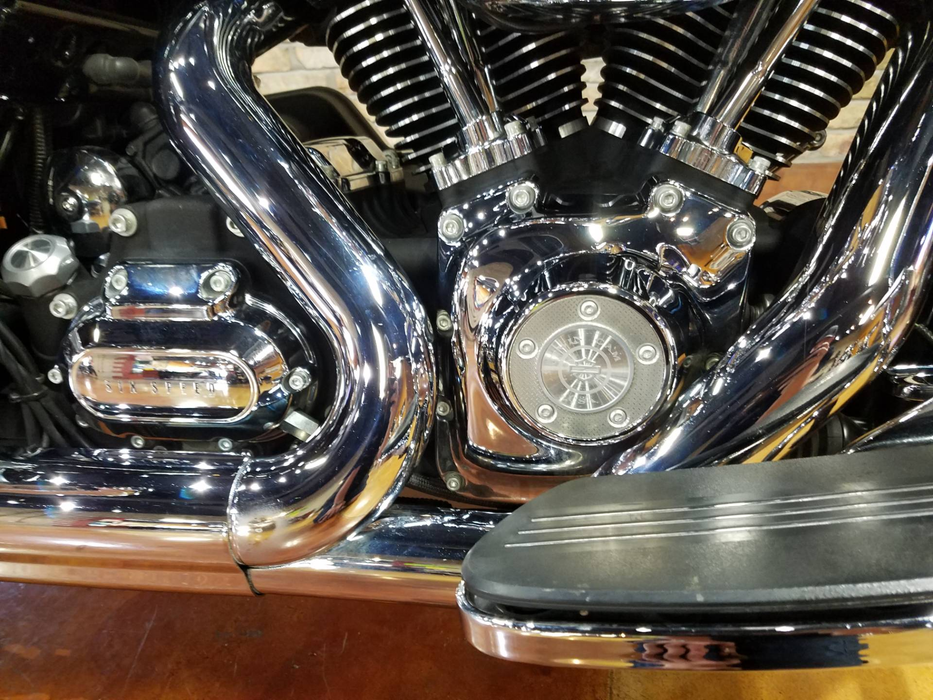 2011 Harley-Davidson Street Glide® in Big Bend, Wisconsin - Photo 11