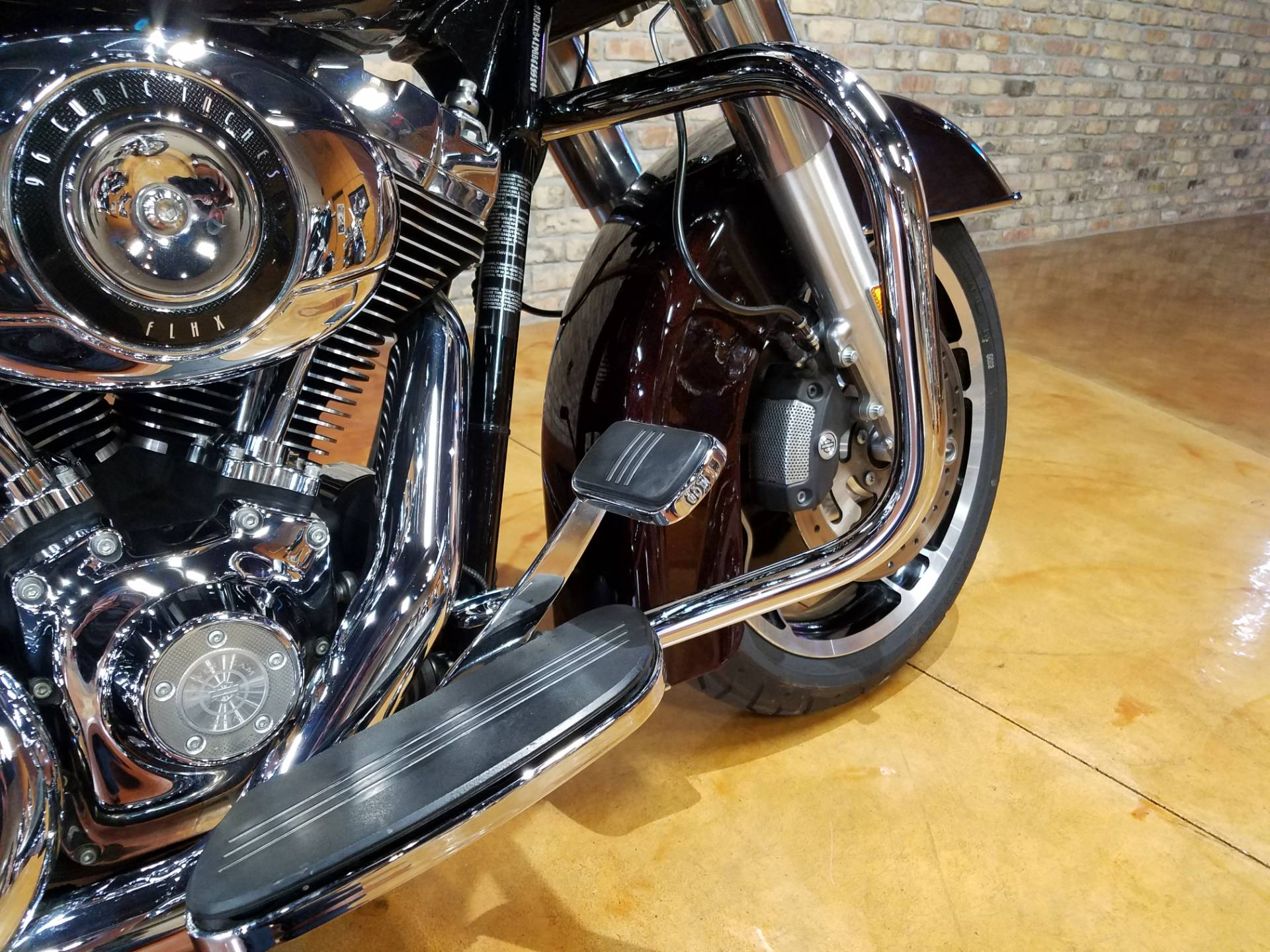 2011 Harley-Davidson Street Glide® in Big Bend, Wisconsin - Photo 12