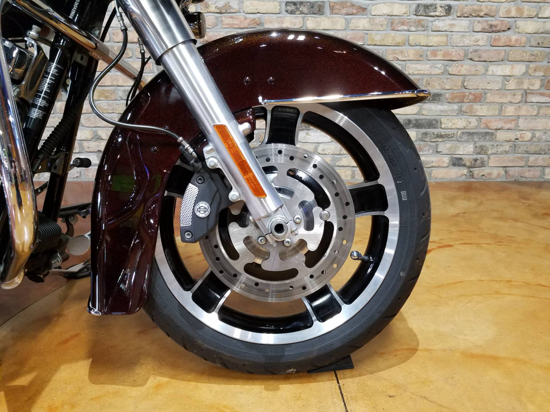 2011 Harley-Davidson Street Glide® in Big Bend, Wisconsin - Photo 16