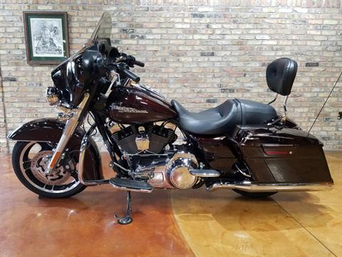 2011 Harley-Davidson Street Glide® in Big Bend, Wisconsin - Photo 29