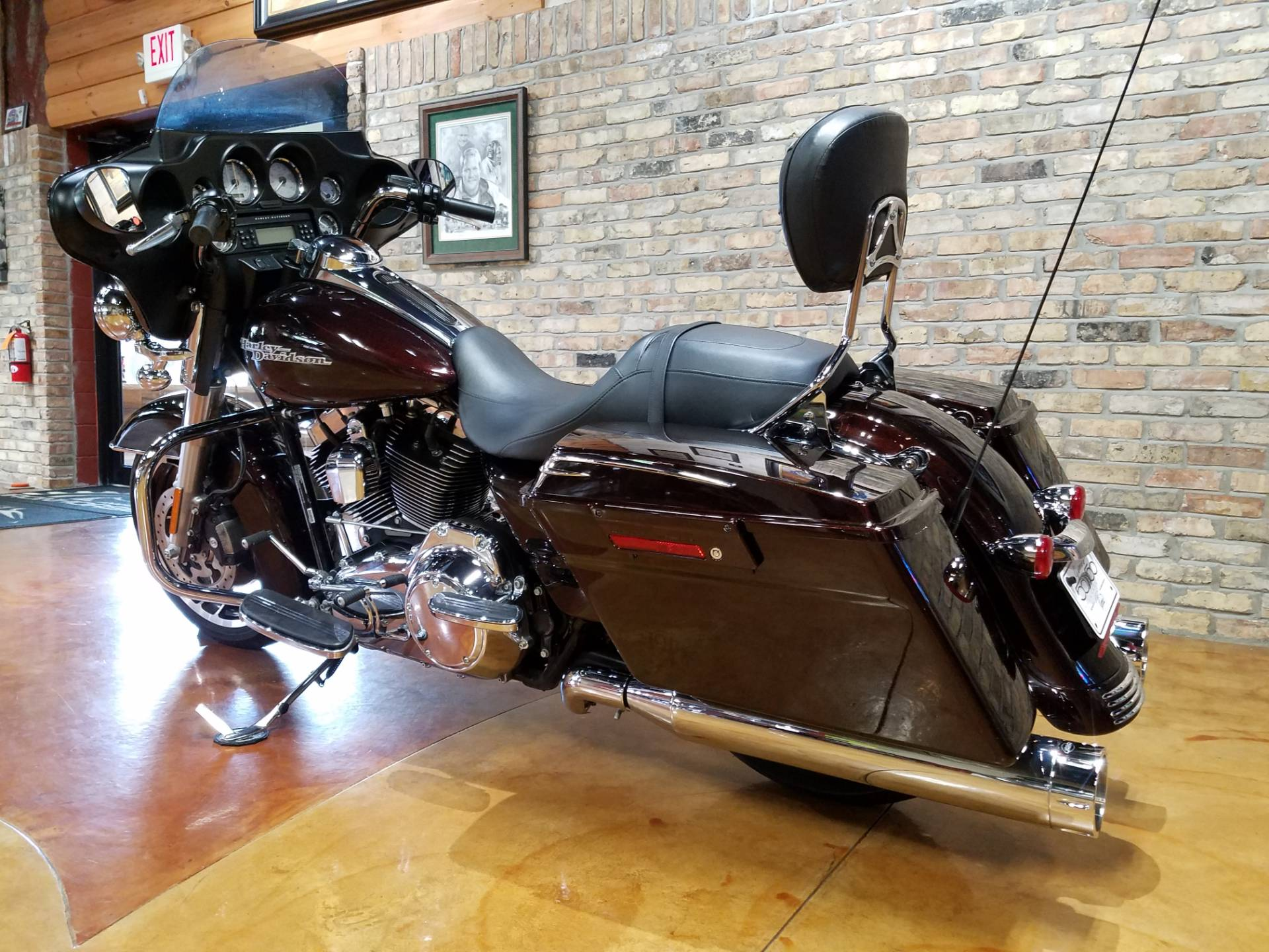 2011 Harley-Davidson Street Glide® in Big Bend, Wisconsin - Photo 30