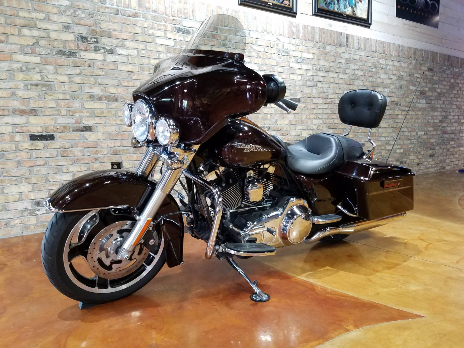 2011 Harley-Davidson Street Glide® in Big Bend, Wisconsin - Photo 31