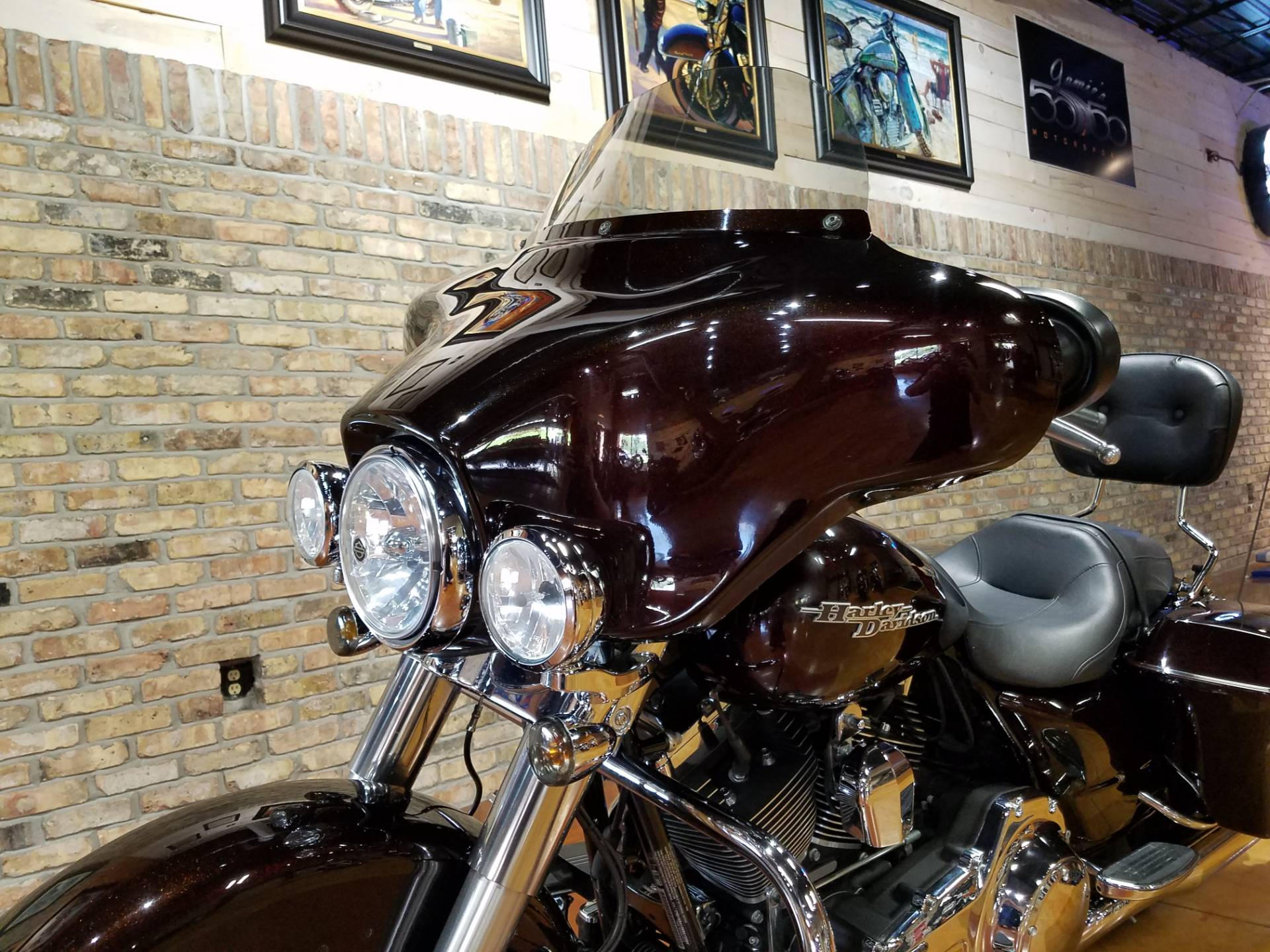 2011 Harley-Davidson Street Glide® in Big Bend, Wisconsin - Photo 35