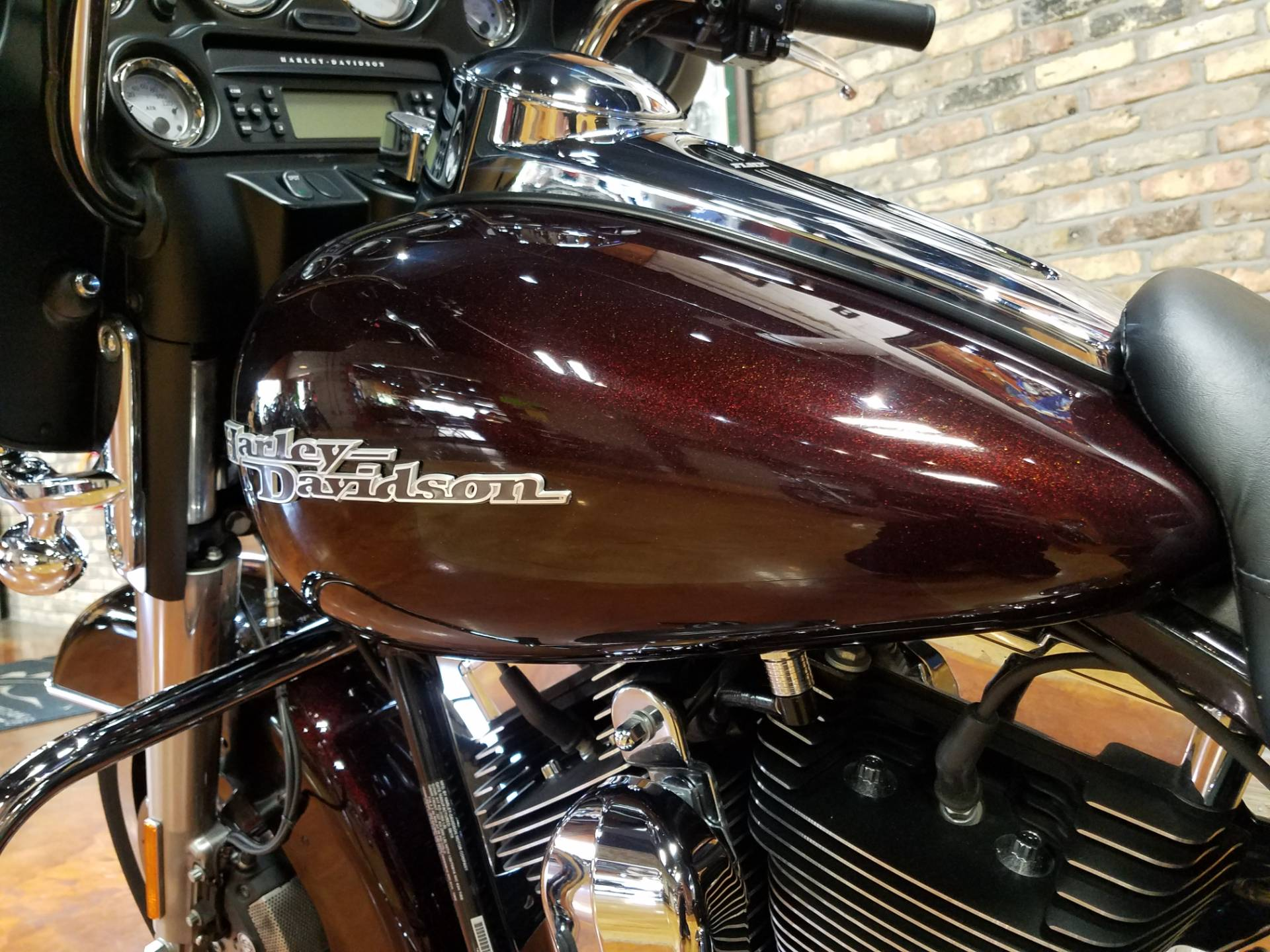 2011 Harley-Davidson Street Glide® in Big Bend, Wisconsin - Photo 37
