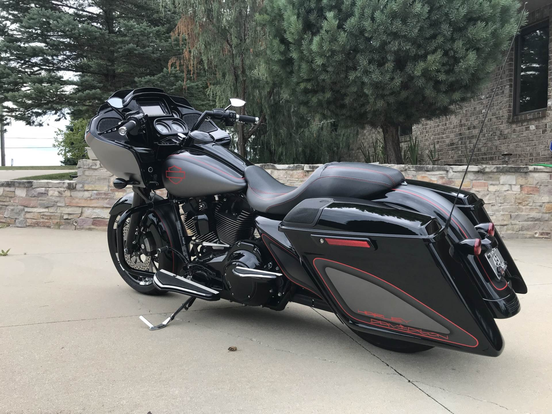 2015 Harley-Davidson Road Glide® Special in Big Bend, Wisconsin - Photo 3