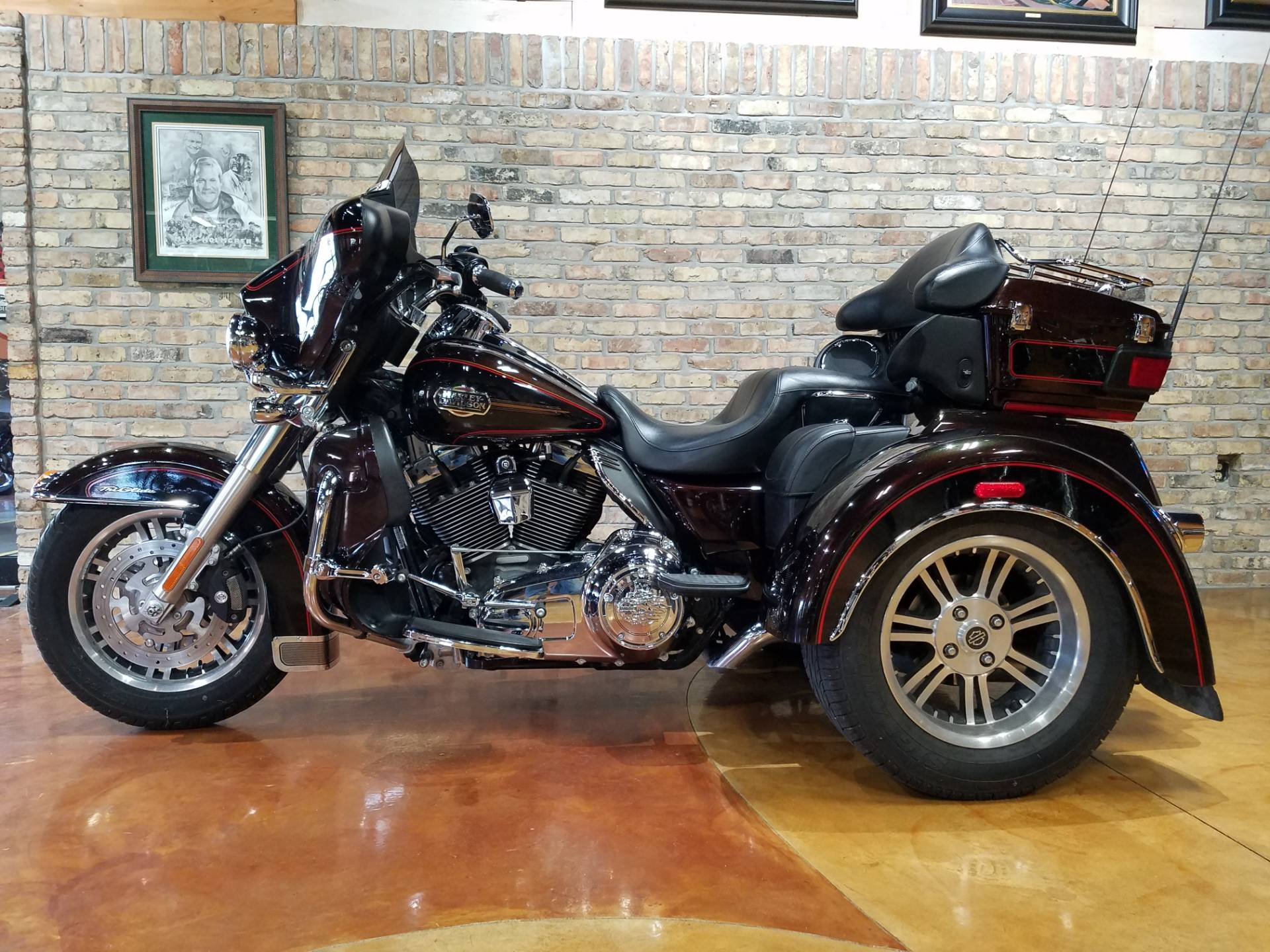 2011 Harley-Davidson Tri Glide® Ultra Classic® in Big Bend, Wisconsin - Photo 2