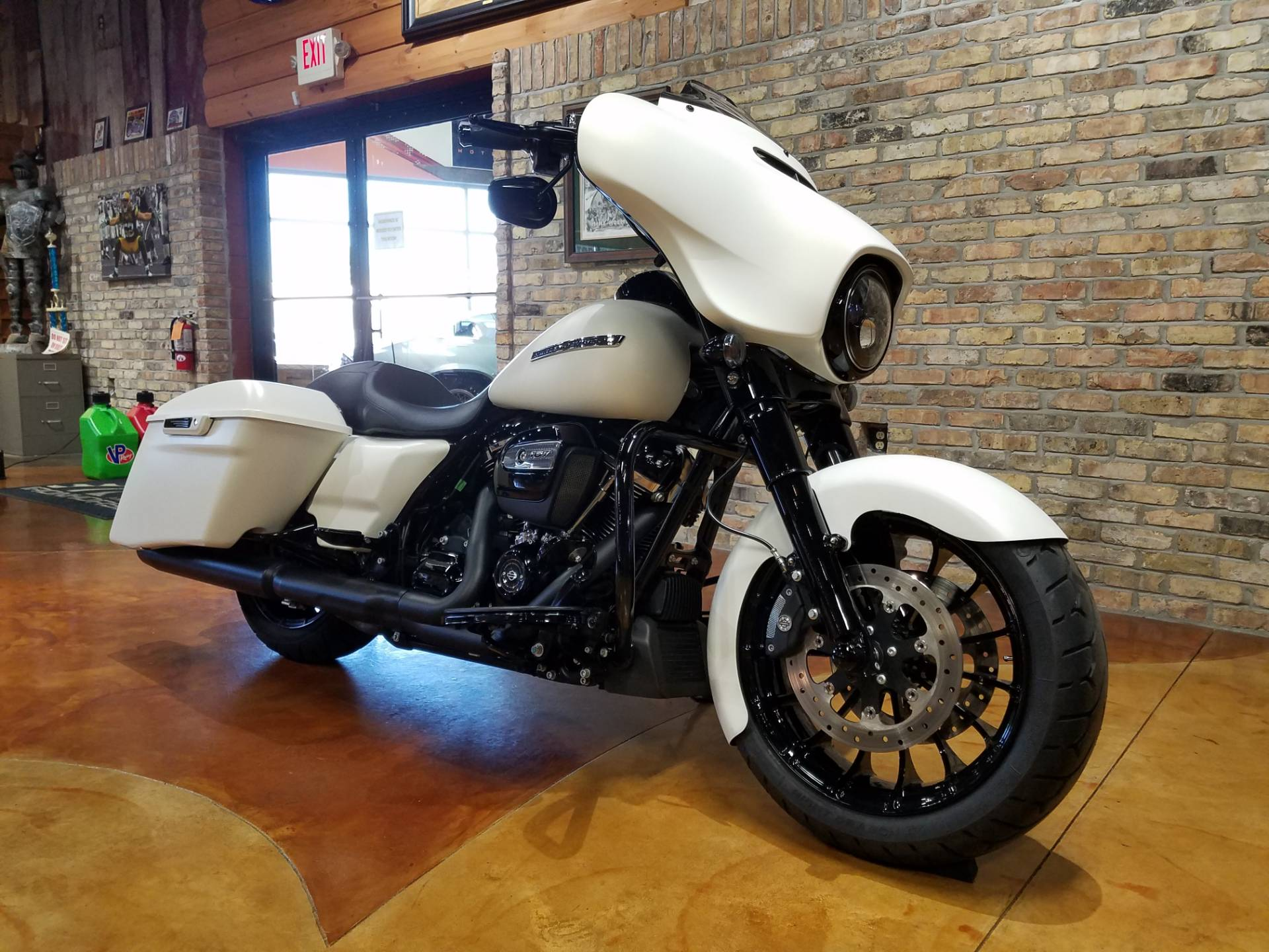 2018 Harley-Davidson Street Glide® Special in Big Bend, Wisconsin - Photo 2